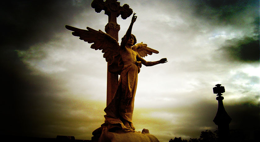 Angel statue photo by Aelena, Flickr