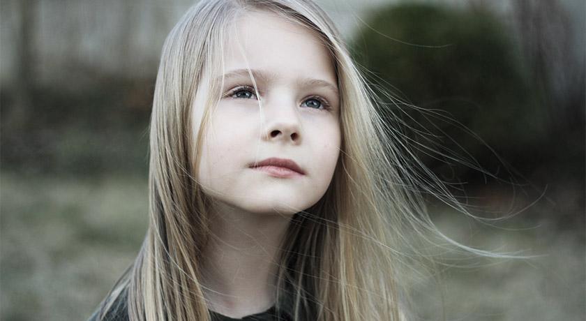 Girl daydreaming by Ratiu Bia, Unsplash